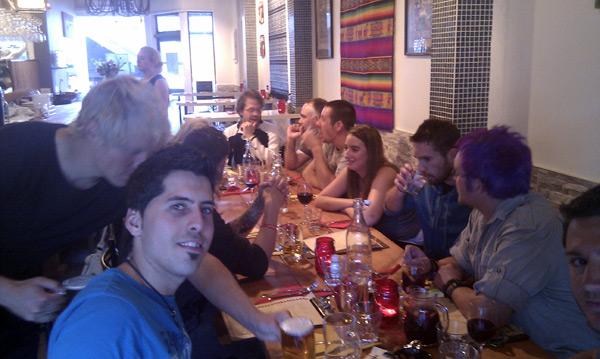 Cenando en un restaurante mexicano de Queenstown con amigos de medio mundo