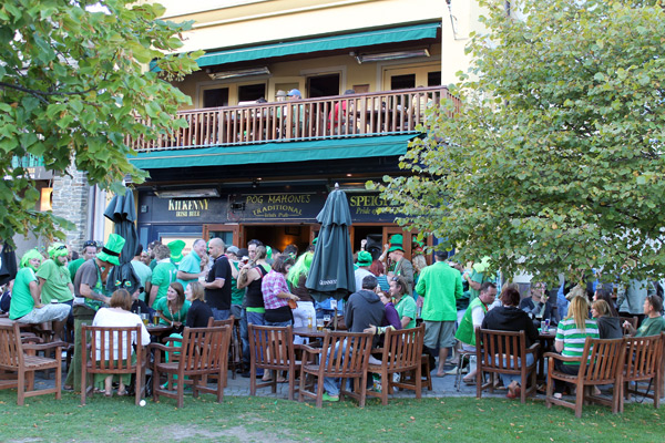 St Patricks Day en uno de los pubs irlandeses de Queenstown